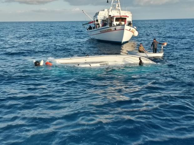 Migrant ship sinks near Greece
