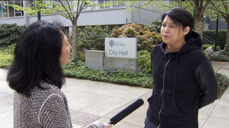 Burnaby Coun. Richard Chang tells CTV's Mi-Jung Lee he accidentally held chips for an elderly friend, resulting in an investigation for chip-passing by B.C.'s Gaming Policy and Enforcement Branch. May 6, 2014. (CTV)