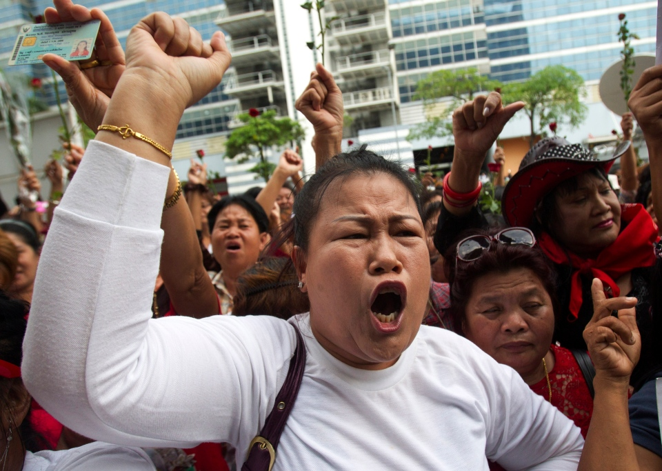 Supporters cheer Thai Prime Minister Yingluck Shinawatra in Bangkok, Thailand, Wednesday, May 7, 2014. (AP / Sakchai Lalit)