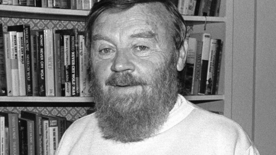 Acclaimed Canadian author Farley Mowat, seen here in 1984, has died. (Bill Becker / THE CANADIAN PRESS)