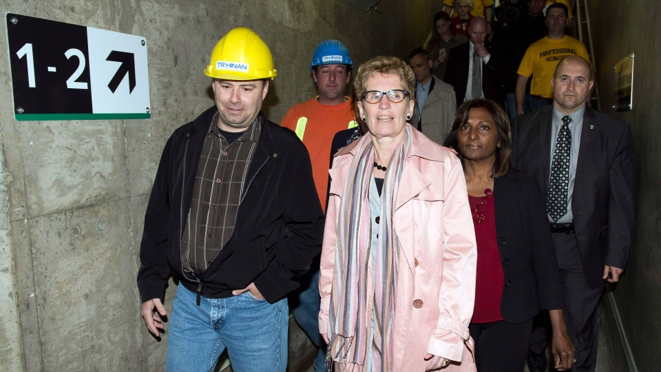 Ontario Liberal LeaderKathleen Wynne tours construction during a campaign stop at Appleby GO transit station in Burlington, Ont., on Tuesday, May 6, 2014. (Frank Gunn / THE CANADIAN PRESS)