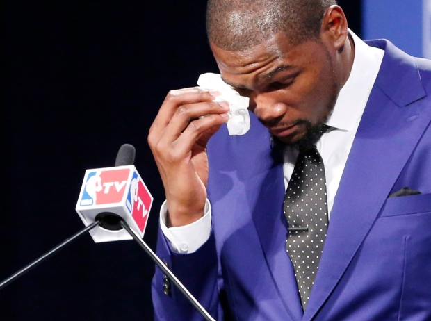 Kevin Durant thanks mom in accepting MVP award