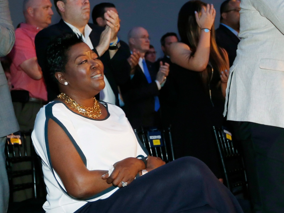 Wanda Pratt, Kevin Durant's mother, receives a standing ovation in Oklahoma City on Tuesday, May 6, 2014. (AP / Sue Ogrocki)