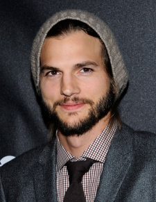 Ashton Kutcher stops tweeting