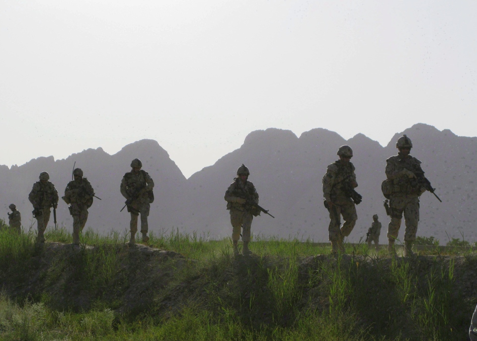 Canadian soldiers patrol an area in the Dand district of southern Afghanistan, Sunday, June 7, 2009. (Colin Perkel / THE CANADIAN PRESS)