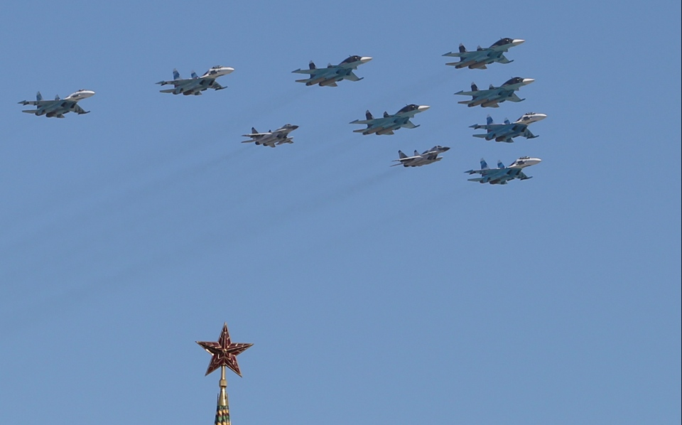 Russian air force fighter jets fly during the Victory Day parade, which commemorates the 1945 defeat of Nazi Germany, in Red Square in Moscow, Russia, Friday, May 9, 2014. (AP / Denis Tyrin)