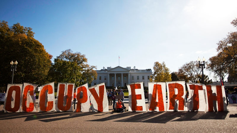 Demonstrators gather during a protest against the Keystone XL Pipeline outside the White House in Washington on Sunday, Nov. 6, 2011. (AP / Evan Vucci)