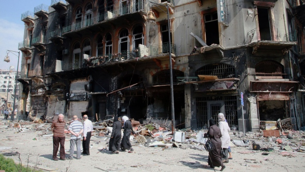 Syrian citizens return to Homs