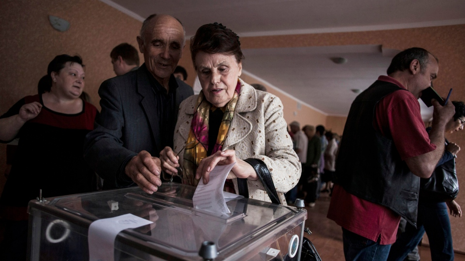 A Ukrainian woman casts her vote at a polling station in the Budennovskiy district, outskirts of Donetsk, Ukraine, Sunday, May 11, 2014. (AP / Manu Brabo)