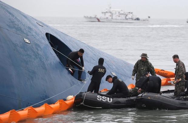 Divers look for passengers in sunken ferry