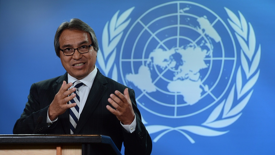 United Nations Special Rapporteur on the rights of indigenous peoples, James Anaya, holds a press conference at the National Press Theatre in Ottawa on Tuesday, Oct, 15, 2013. (Sean Kilpatrick / THE CANADIAN PRESS)