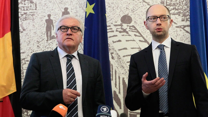 German Foreign Minister Frank-Walter Steinmeier, left, and Ukrainian Prime Minister Arseniy Yatsenyuk take part in a briefing in Kiev, Ukraine, Tuesday, May 13, 2014.  (AP / Sergei Chuzavkov)