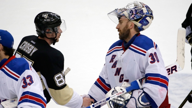 Sidney Crosby and Henrik Lundqvist shake hands