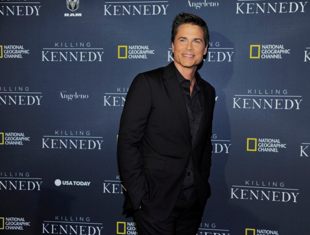 Rob Lowe makes fun of Air Canada