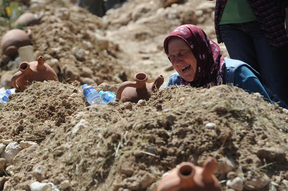 A woman cries at the grave of a mine accident victim in Soma, Turkey, Thursday, May 15, 2014. (AP Photo/Emre Tazegul)