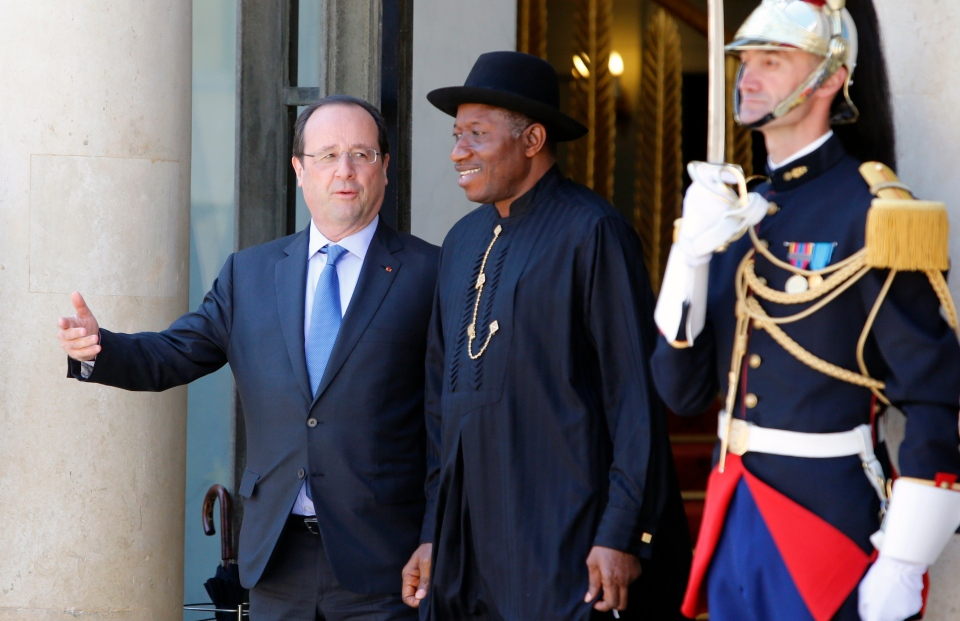 French President Francois Hollande, left, talks with Nigeria President Goodluck Jonathan upon his arrival for the 'Paris' Security in Nigeria summit' on Saturday, May 17, 2014. (AP / Francois Mori)
