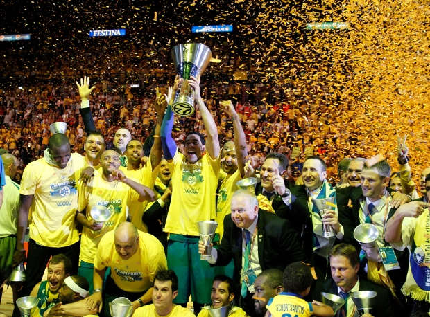 Maccabi Tel Aviv celebrates Euroleague final win