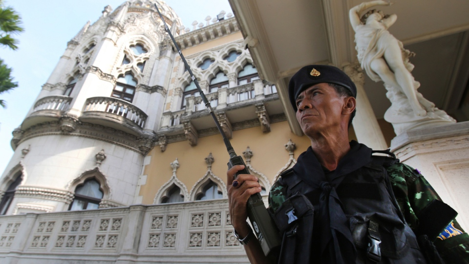 A Thai soldier guards outside Government House compound of prime minister's office in Bangkok, Thailand, Tuesday, May 20, 2014. (AP / Sakchai Lalit)