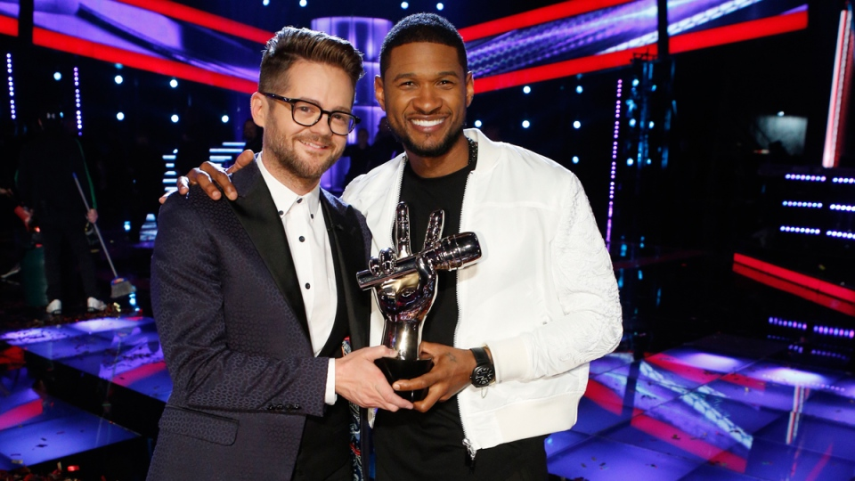 Josh Kaufman, left, poses with his trophy with Usher after the 38-year-old was crowned the season six winner of 'The Voice' on Tuesday May 20, 2014. (Trae Patton)
