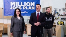Hudak would 'destroy' auto sector: Wynne
