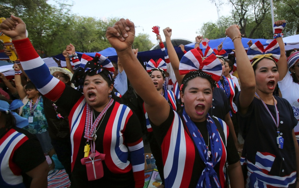 Anti-government protesters raise fists as they sing and listen to the national anthem during a gathering Thursday, May 22, 2014 in Bangkok, Thailand. (AP / Sakchai Lalit)