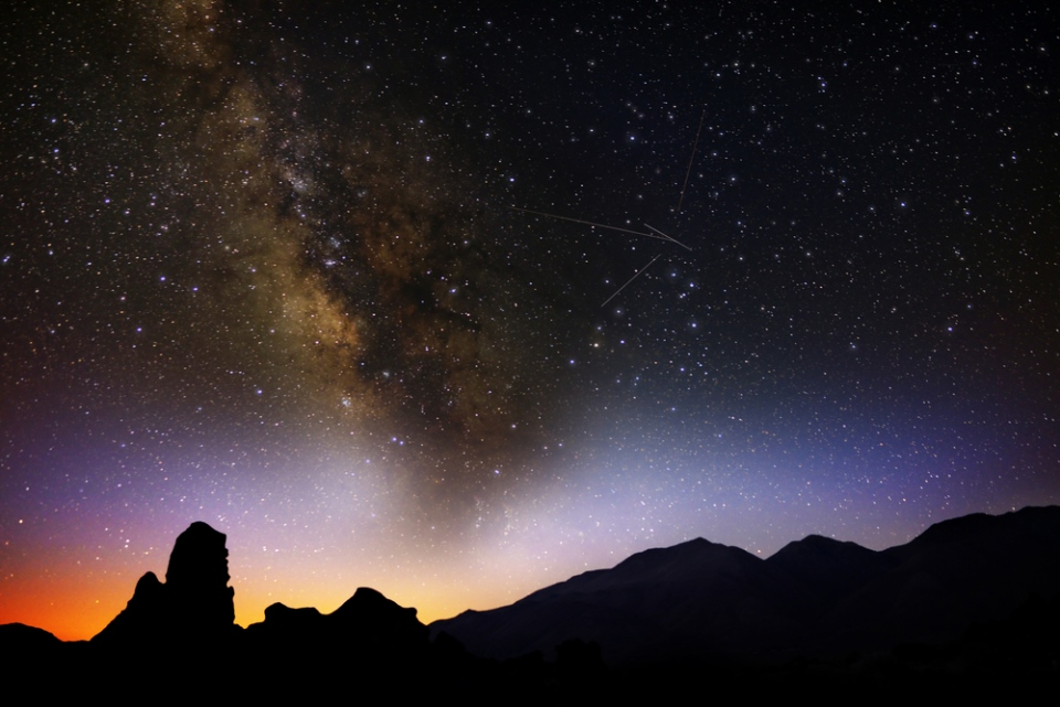 A meteor shower may light up the North American skies Friday night. (lovemushroom / shutterstock.com)