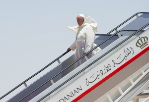 Pope in Mideast - DE crop