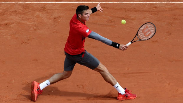 Milos Raonic wins French Open opener