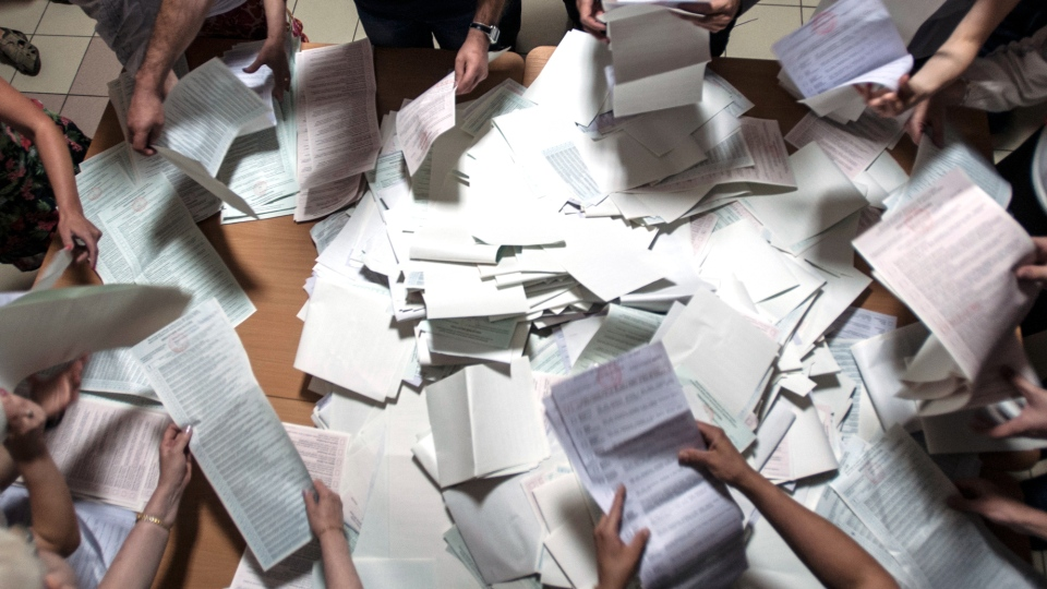 Election commission officials count ballots at a polling station in Kyiv, Ukraine, on Sunday, May 25, 2014. (AP / Evgeniy Maloletka)