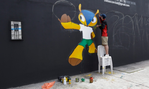 Andres Soto paints a mural of Fuleco