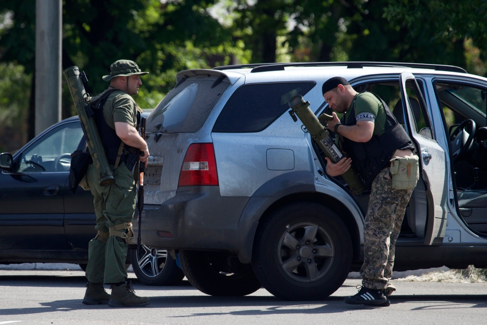 Pro-Russian insurgents arrive with weapons, near the airport outside Donetsk, Ukraine, Monday, May 26, 2014. (AP / Ivan Sekretarev)