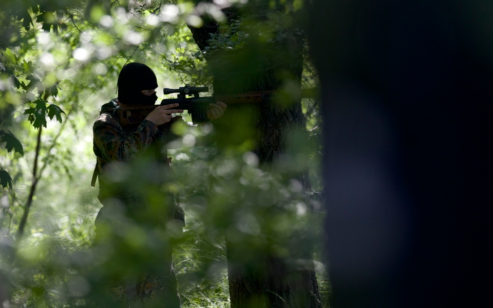 A pro-Russian insurgent aims his rifle during fighting around the airport outside Donetsk, Ukraine, Monday, May 26, 2014. (AP / Vadim Ghirda)
