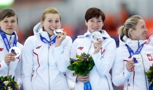 Polish speedskaters win silver in Sochi