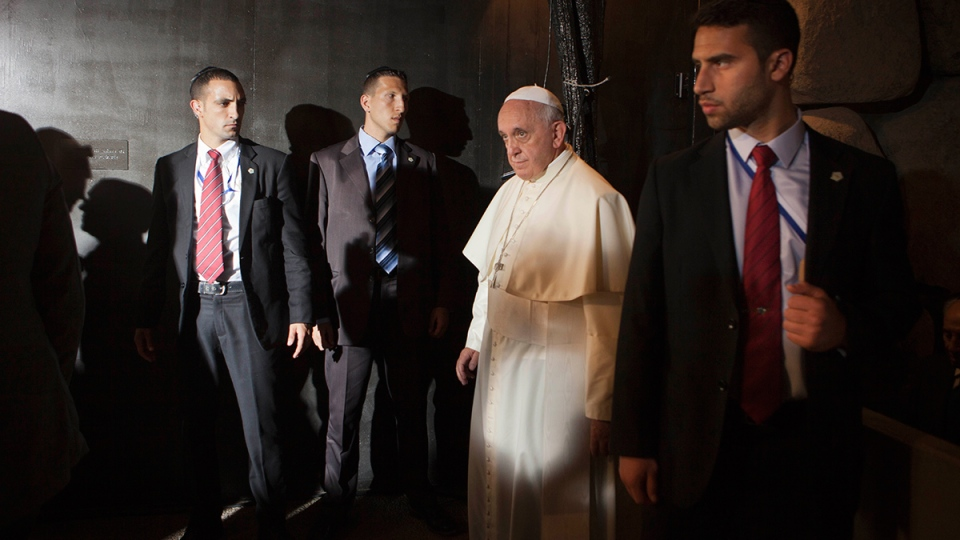 Pope Francis is surrounded by guards at the Hall of Remembrance at the Yad Vashem Holocaust memorial, in Jerusalem, Monday, May 26, 2014. (AP / Dan Balilty)