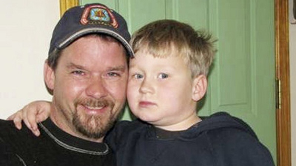 Ted Woodard, 42, died from a rare fungal lung infection that went undiagnosed for several months. (Photo: Woodward family)