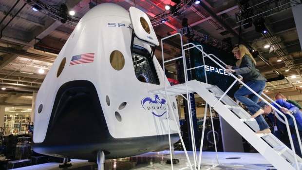 space flight spacex dragon v2 insider - photo #3