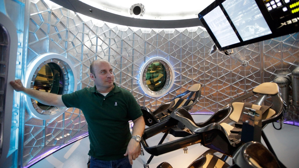 SpaceX unveils Dragon V2 spaceship to ferry astronauts to ...