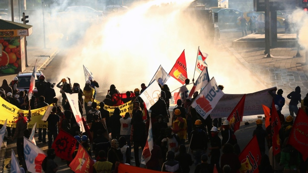 Police in Turkey crackdown on protesters