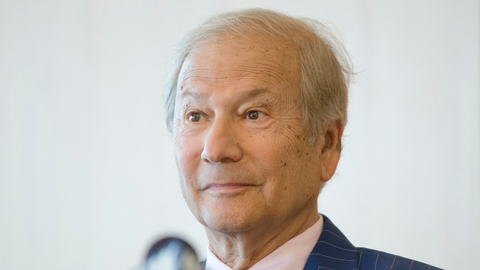 In this May 27, 2014 file photo, businessman Lewis Katz, left speaks at a news conference after a closed-door auction to buy the The Philadelphia Inquirer and Philadelphia Daily News in Philadelphia. (AP / Matt Rourke)