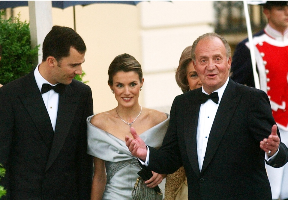 Spain's Princess Letizia and Prince Felipe, seen a day before their wedding day with King Juan Carlos, right, in Madrid, May 21, 2004. (AP / Paul White)