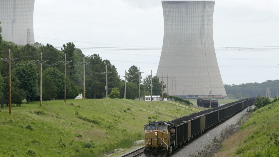 A coal train slowly travels past White Bluff power plant near Redfield, Ark., Monday, June 2, 2014. (AP / Danny Johnston)
