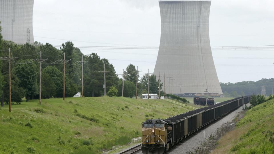 A coal train slowly travels past White Bluff power plant near Redfield, Ark., Monday, June 2, 2014. (AP / Danny Johnston)