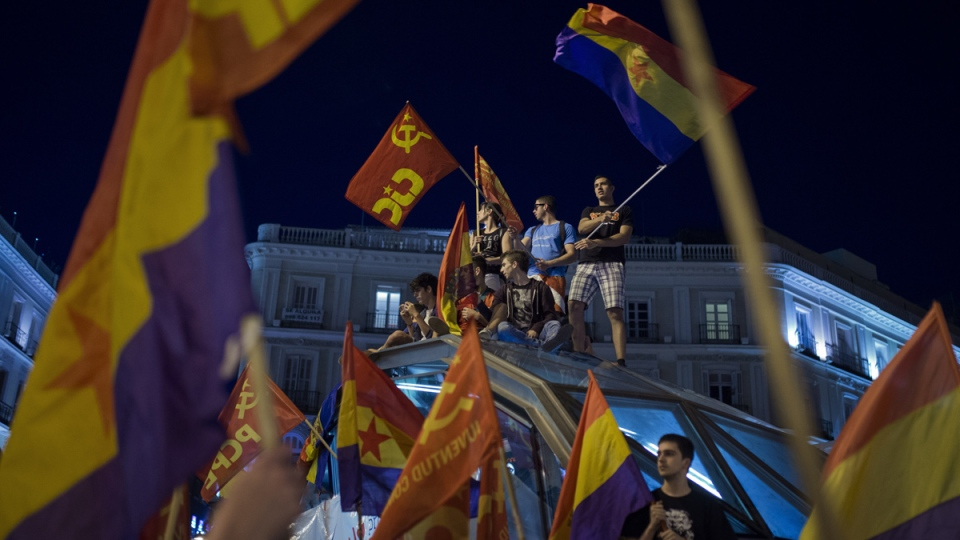 Crowds of people gather and wave Republican flags after the announcement of the abdication of Spain's King Juan Carlos in the main square of Madrid, Spain, Monday, June 2, 2014. (AP / Andres Kudacki)