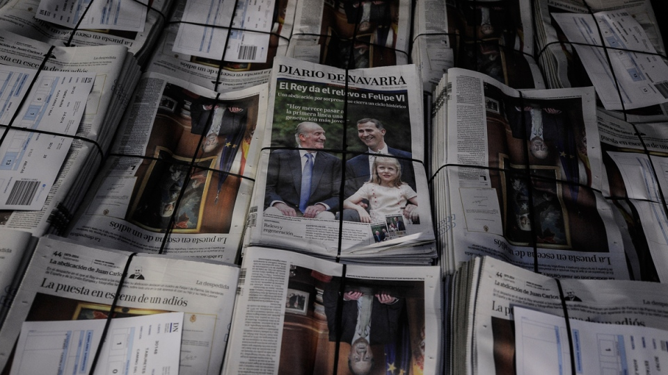 Spanish newspapers announcing the abdication of Spanish King Juan Carlos in Pamplona northern Spain, Tuesday June 3, 2014. (AP / Alvaro Barrientos)