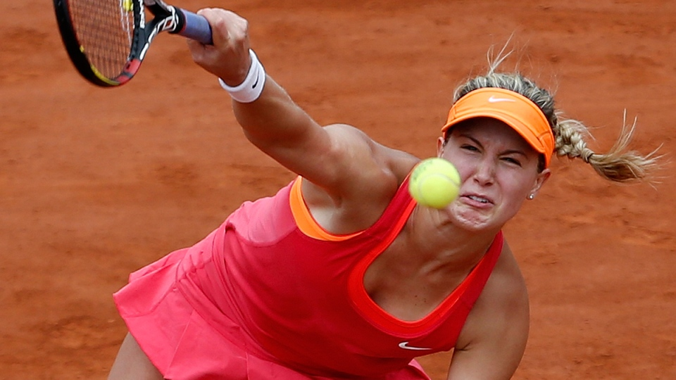 Canada's Eugenie Bouchard serves the ball to Spain's Carla Suarez Navarro during their quarterfinal match of the French Open tennis tournament at the Roland Garros stadium, in Paris, France, Tuesday, June 3, 2014. (AP / Darko Vojinovic)