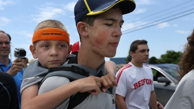 Braden Gandee on Hunter's shoulders
