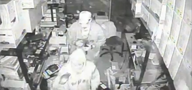 Sarnia police release video of break-in at computer store