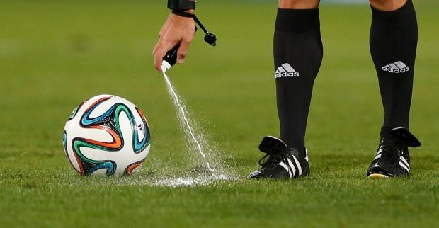 Referee Carlos Velasco