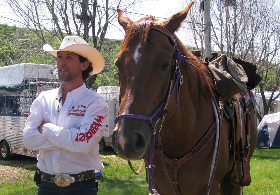 Canadian cowboy completes horseback ride to Brazil