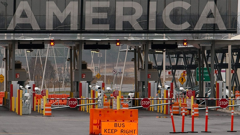 The United States border crossing is shown in Lacolle, Que., south of Montreal, on Wednesday, Dec. 7, 2011. (Ryan Remiorz / THE CANADIAN PRESS)